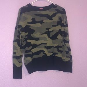 Isaac mizrahi size medium camo sweater